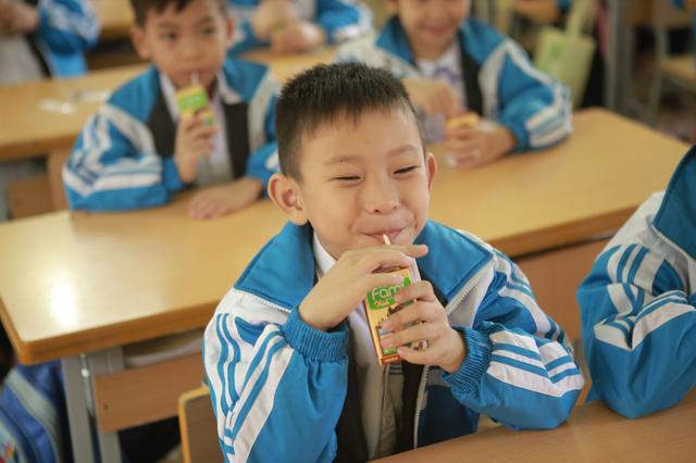1,5 triệu suất sữa trao nguồn dinh dưỡng lành cho trẻ em trước mùa thi - 7