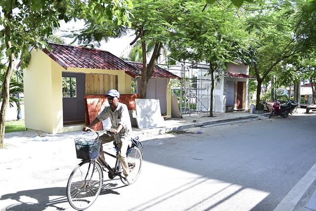 Mấy ngày nay, đã có một số gian hàng ki-ốt được dựng lên trên vỉa hè phố Trịnh Công Sơn. Theo kế hoạch, không gian đi bộ trên phố Trịnh Công Sơn sẽ bố trí khu vực phục vụ nhu cầu ẩm thực, giải khát, đồ lưu niệm... cho du khách.