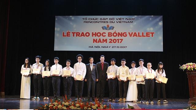 Niềm vui, hạnh phúc tràn ngập trong Lễ trao học bổng Vallet.