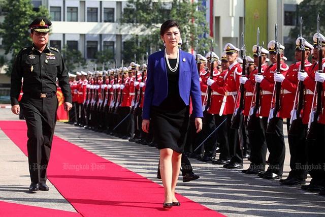 Thủ tướng Yingluck thăm trụ sở quân đội Thái Lan ngày 15/12/2011. Ảnh: Bangkok Post