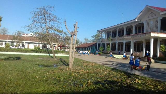 Sáng nay 18/9, học sinh đến trường tổng vệ sinh và từ sáng mai cô trò trường tiểu học Số 1 Quảng Phú, Quảng Bình có thể trở lại học tập bình thường.