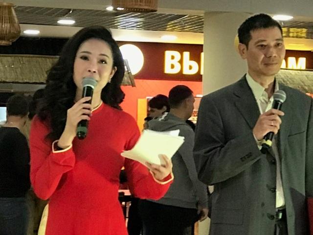 MC Thuỳ Linh duyên dáng