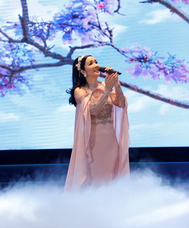 Hoa hậu Đền Hùng Giáng My thể hiện ca khúc do chính mình sáng tác Bốn Mùa là Em
