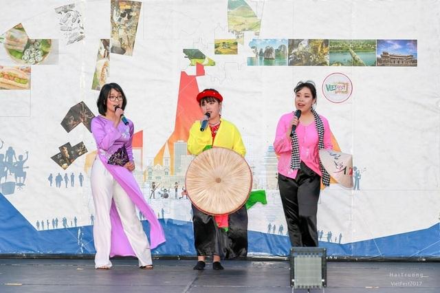 Bạn trẻ Việt trình diễn áo dài, nhảy sạp, hát quan họ ở Adelaide - 7