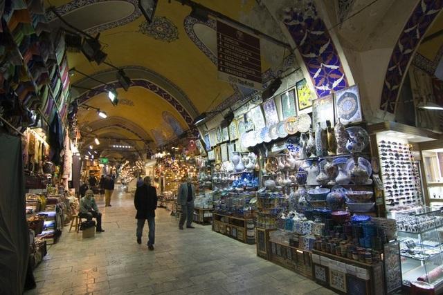 Lạc lối trong những khu chợ độc đáo nhất thế giới - 7