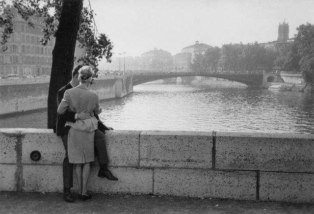 Lãng mạn những bức ảnh về nụ hôn dọc bờ sôngSeine - 8