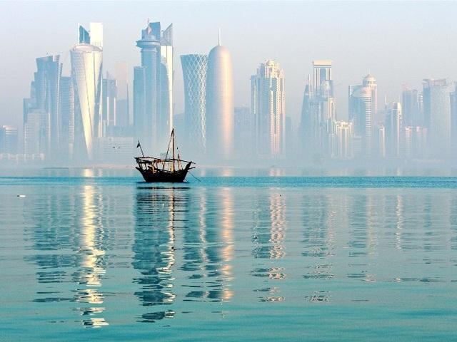 Để đăng ký tour, hãy đến bàn Doha City Tour ở cửa vào B, gần quầy hàng của Montblanc.