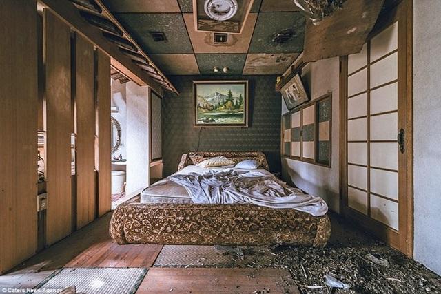 Bên trong khách sạn tình dục bị bỏ hoang ở Nhật Bản - 8