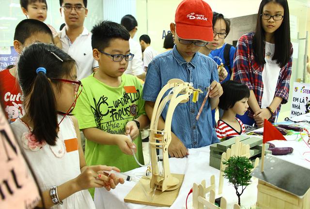 Ngày hội STEM đã đem đến những thực nghiệm khoa học bổ ích lý thú cho các em học sinh.