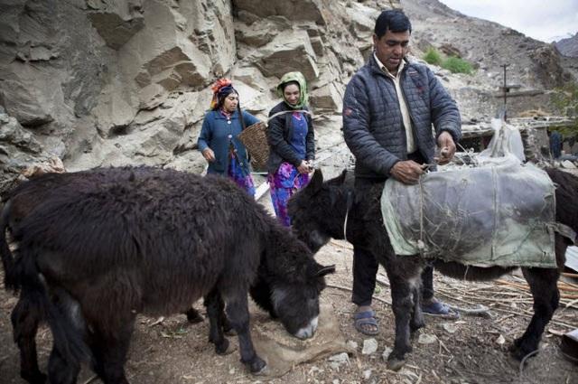 Bí ẩn về bộ tộc thoải mái đổi vợ sống trên dãy Himalayas - 3