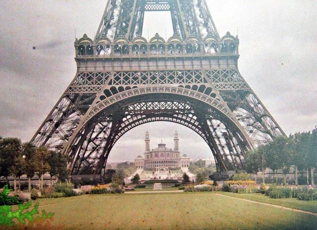 Tháp Eiffel, Paris, chụp năm 1914.