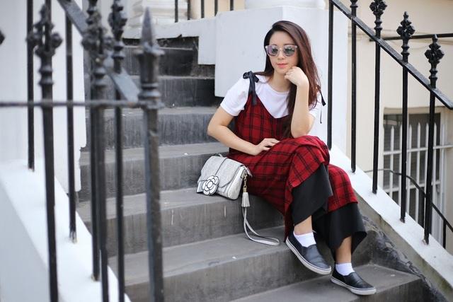 Phong cách thời trang của Kim Chi đơn giản nhưng rất thu hút.