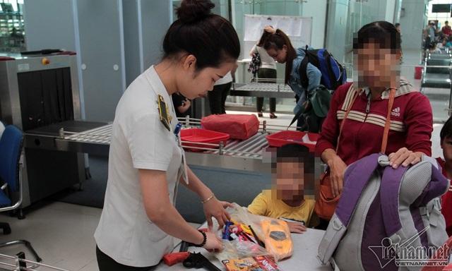 Nhiều vật dụng là đồ chơi trẻ em có thể gây nguy hiểm cho chuyến bay đều phải bỏ lại
