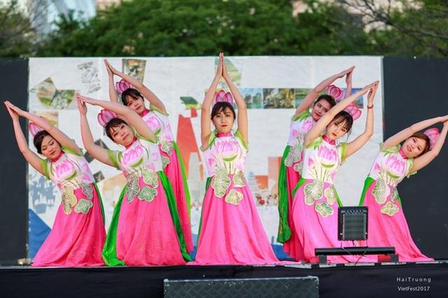 Lễ hội là dịp để các du học sinh quảng bá nét đẹp văn hóa truyền thống Việt tới bạn bè quốc tế.