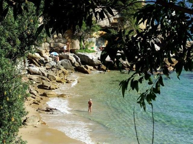 8 bãi biển khỏa thân nổi tiếng thế giới - 8