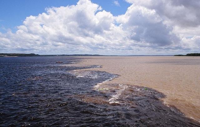 Bí ẩn dòng sông có hai màu nước không hòa lẫn - 3