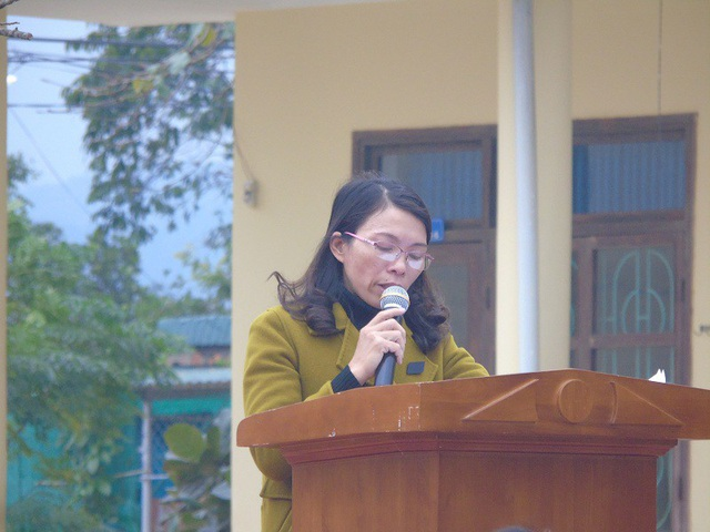 Bà Cao Thị Mỹ Thuyết tại buổi đối thoại với phụ huynh Trường Tiểu học Nam Dinh
