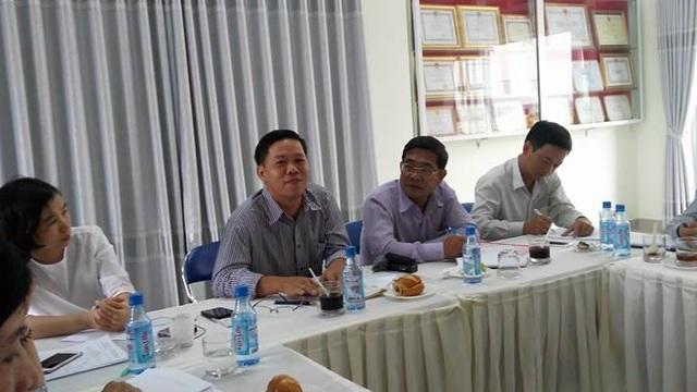 Đại diện Hội phụ huynh Trường mầm non Họa Mi, Nhà Bè, TPHCM trả lời chất vấn của đoàn giám sát Ủy ban Mặt trận Tổ quốc Việt Nam TPHCM.