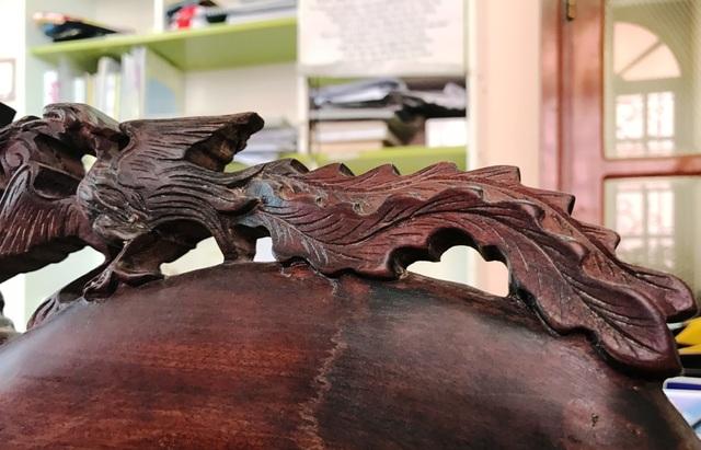 Phượng (Phụng) chạm trổ bàn ghế gỗ càng tăng thêm giá trị của sản phẩm.