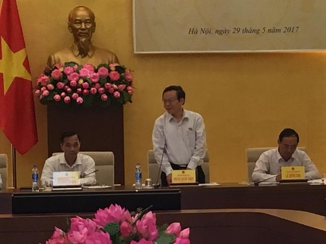 Cuộc họp thẩm tra nội dung tách việc giải phóng mặt bằng làm sân bay Long Thành thành một tiểu dự án được thực hiện vào chiều muộn, ngay sau khi Quốc hội kết thúc phiên họp chiều.