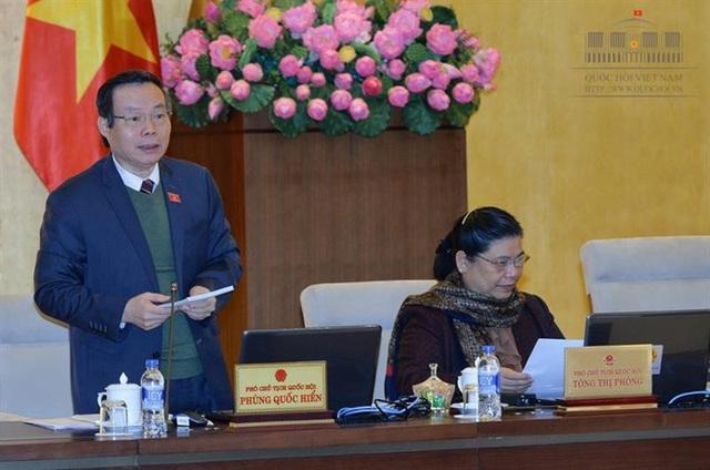 Phó Chủ tịch Quốc hội Phùng Quốc Hiển điều hành phiên làm việc của UB Thường vụ Quốc hội về nội dung này.