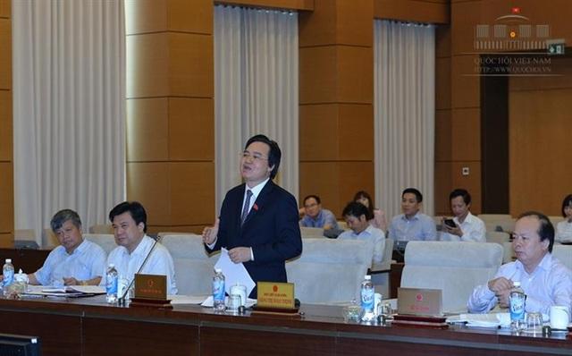 Bộ trưởng Phùng Xuân Nhạ trình xin ý kiến UB Thường vụ Quốc hội việc lùi thời điểm áp dụng chương trình, sách giáo khoa phổ thông mới.