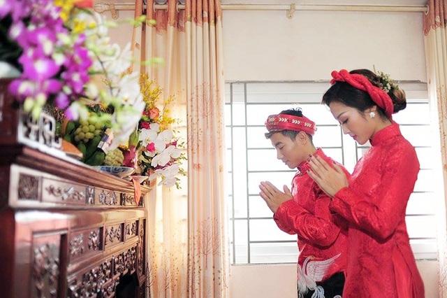 Phạm Phước Hưng sinh năm 1988, được coi là một trong những hot boy của thể thao Việt Nam. Cô dâu Ngô Khánh Linh, kém anh 8 tuổi. Hiện Linh là sinh viên của trường múa.