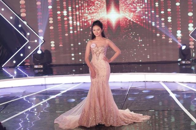 Đặng Nguyễn Phương Nghi giành danh hiệu Ngôi sao được yêu thích nhất tại cuộc thi.