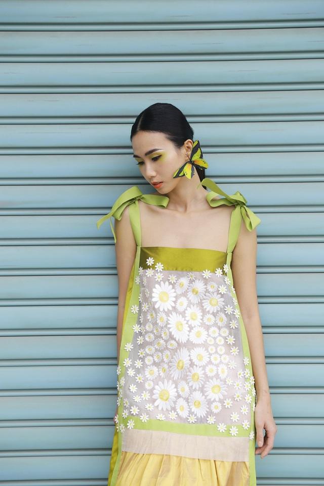 Những đóa hoa cúc họa mi là bầu trời kí ức của Phương Thanh khi nhớ về Hà Nội.