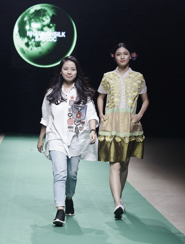 NTK Phương Thanh và Á hậu Thanh Tú - người mẫu trình diễn vị trí vedette cho BST của Phương Thanh tại Tuần lễ Thời trang Việt Nam Xuân Hè 2018.