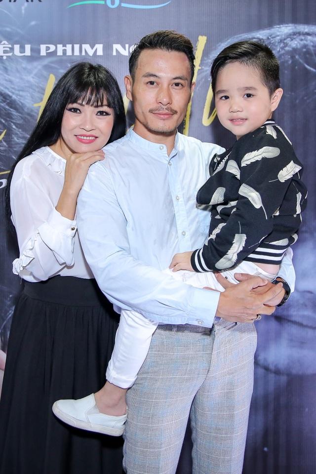 Gia đình của Phương Thanh với NTK Trương Thanh Long và bé Gia Bảo