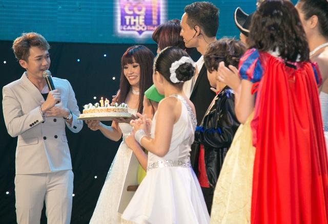 Ngay khi kết thúc ngày quay hình, BTC đã gây bất ngờ cho ca sĩ Phương Thanh khi tổ chức sinh nhật ngay trên sân khấu.