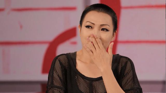 Ca sĩ Phương Thanh vô cùng xúc động khi hai cô gái hát lại bản hit của mình cách đây 20 năm.