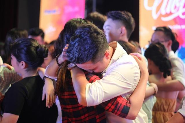 Bữa tiệc chia tay đầy cảm xúc của sinh viên trường Báo