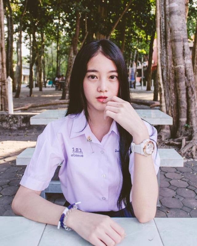 Hot girl Pimploy có hơn 115.000 lượt theo dõi trên Instagram và hơn 100.000 lượt theo dõi trên Facebook cá nhân. Cô được kì vọng là một trong những hot girl có nhiều tiềm năng ở Thái Lan.