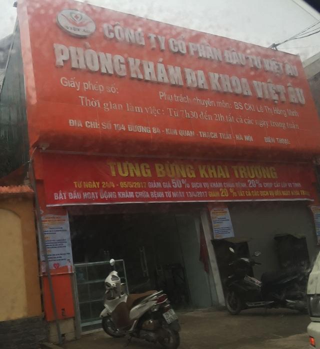 Biển hiệu của Phòng khám Âu Việt chưa hề có số Giấy phép, Ngày cấp, số điện thoại (Ảnh: TP)
