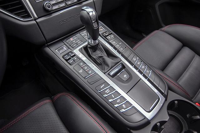 Với hộp số tự động 7 cấp ly hợp kép PKD, Macan GTS có khả năng tăng tốc 0-100 km/h trong 5,2 giây (thời gian này là 5,0 giây với gói tùy chọn Sport Chrono), và đạt tốc độ tối đa 256 km/h.