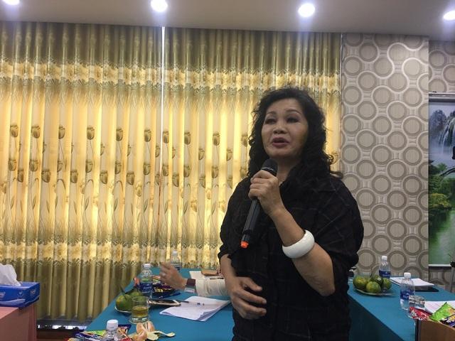 Nghệ sĩ Xuân Hương cho biết mình từng là nạn nhân của vụ tấn công mạng xã hội và cô cho biết dù bán nhà đi nữa vẫn quyết tâm theo đuổi vụ kiện để đòi lại danh dự