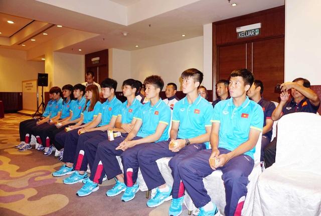 VPMilk khích lệ tinh thần 2 đội bóng đá nam, nữ Việt Nam tại SEA Games 29 - 2