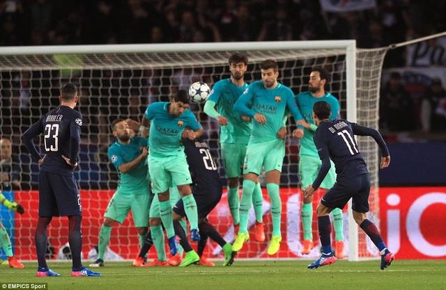 Di Maria tỏa sáng với cú đúp trong chiến thắng 4-0 của PSG trước Barca ở lượt đi