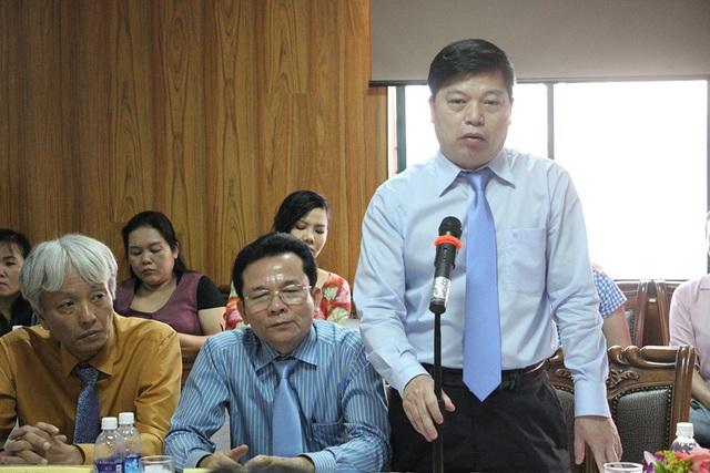 PGS.TS Vũ Ngọc Thành - Hiệu trưởng trường ĐH Sân khấu Điện ảnh TPHCM báo cáo tình hình của trường
