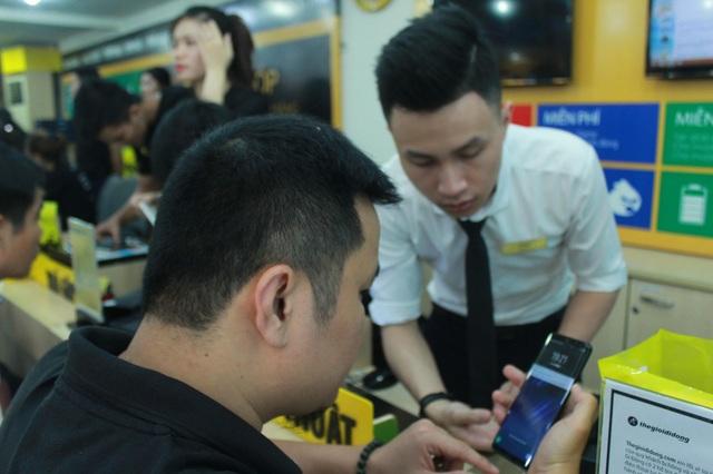 Một khách hàng đã mua Galaxy S8+ tại TGDĐ