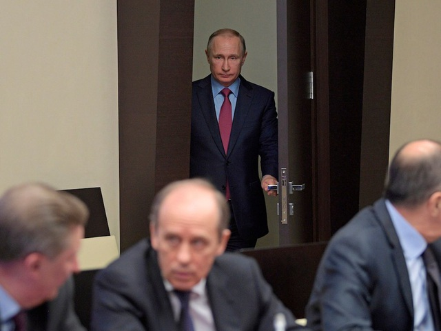 Ông Putin thích làm việc về đêm và thức khuya. Ông đạt được hiệu suất làm việc tốt nhất vào tối muộn. (Ảnh: AP)