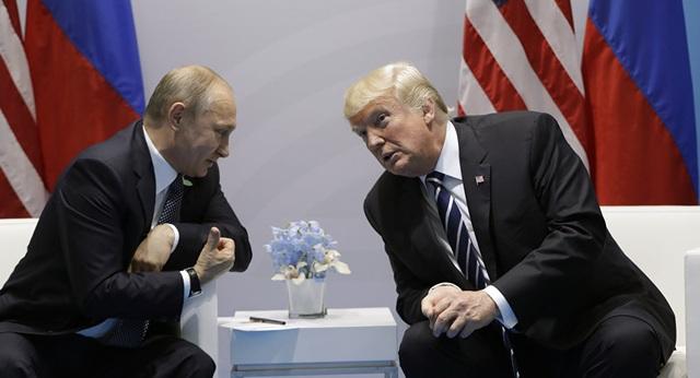 Tổng thống Mỹ Donald Trump (phải) và người đồng cấp Nga Vladimir Putin. (Ảnh: Getty)