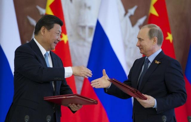 Tổng thống Nga Putin (phải) và Chủ tịch Trung Quốc Tập Cận Bình (Ảnh: Reuters)