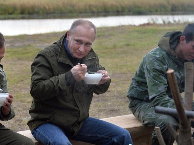 Kết thúc bữa sáng, ông Putin sẽ dùng 1 tách cà phê (Ảnh: AP)
