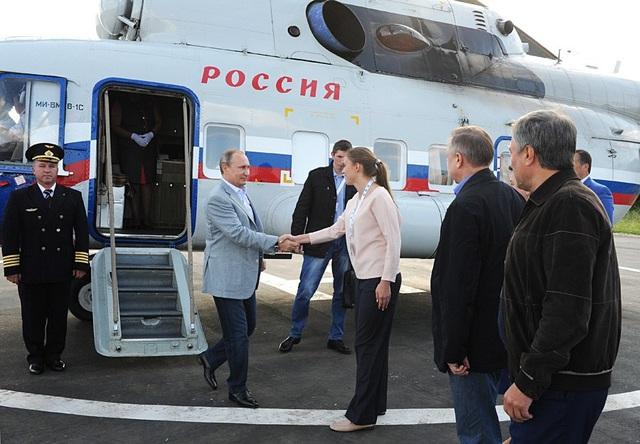 Tổng thống đi máy bay tới Vùng Vladimir năm 2015 (Ảnh: Sputnik)