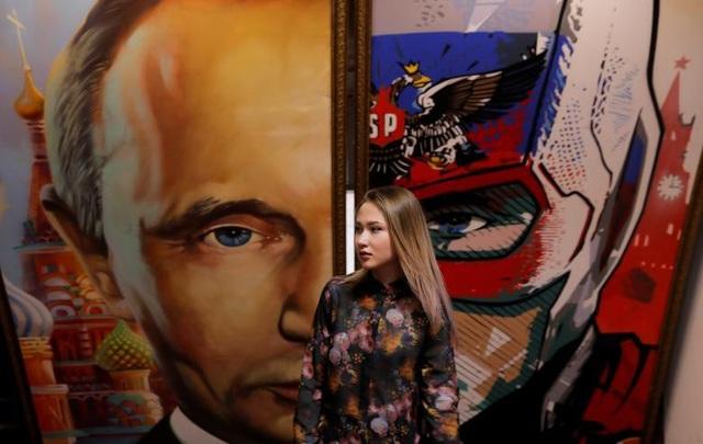 Tác giả của 30 tác phẩm tham dự triển lãm về Tổng thống Putin đều là các nghệ sĩ Nga.