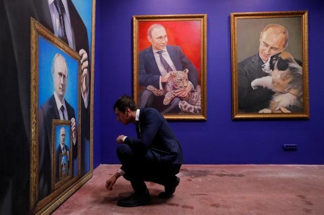 Quyết định tái tranh cử của Tổng thống Putin được đưa ra sau nhiều đồn đoán của dư luận. Trước đó, Tổng thống Putin chưa bao giờ thông báo chính thức về vấn đề này.