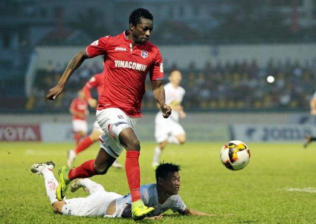 Than Quảng Ninh (đỏ) là đội liên tục dẫn bàn - Ảnh: Gia Hưng